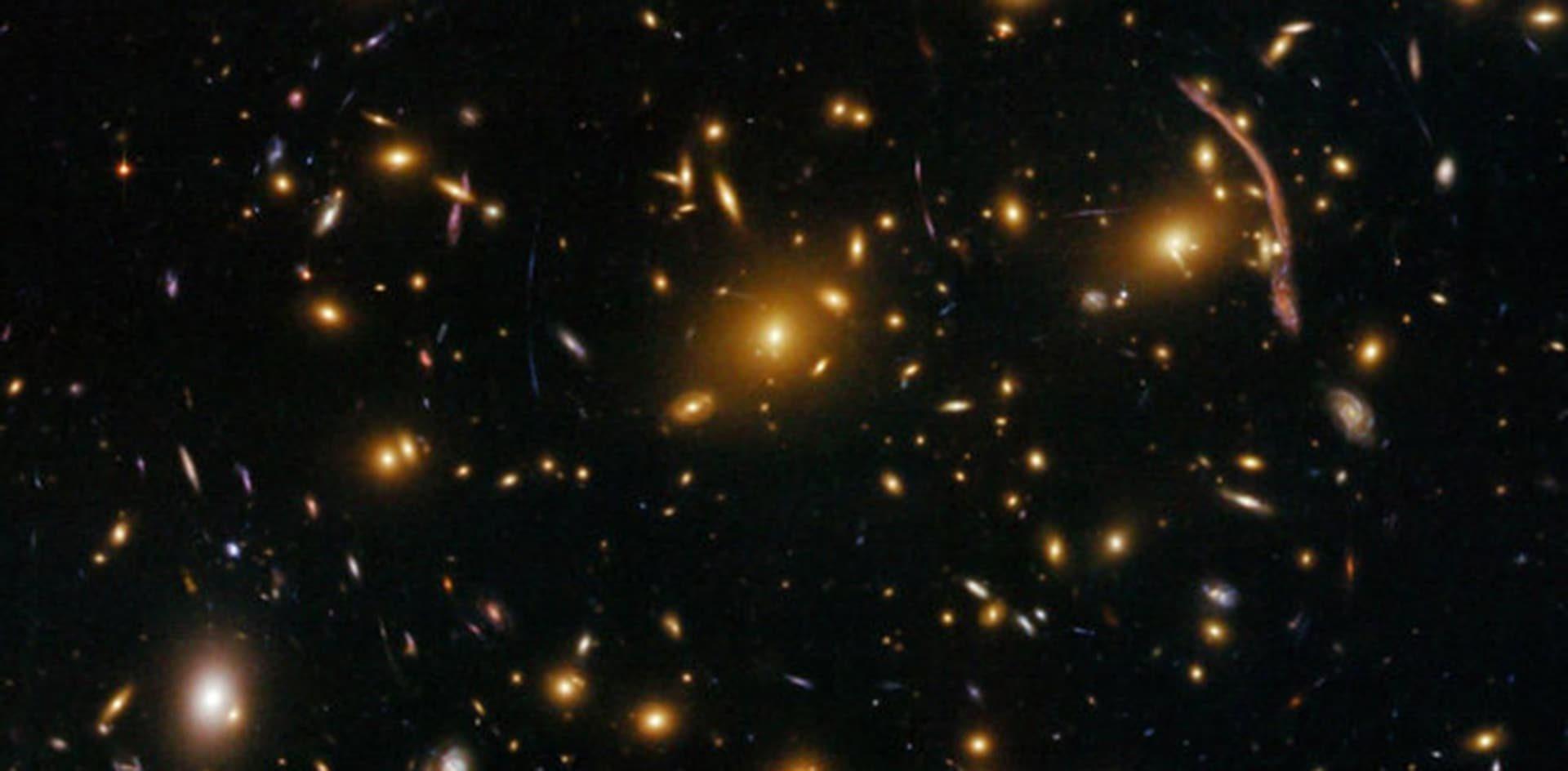 Aprovechan un fenómeno predicho por Einstein para medir la masa de pares de galaxias