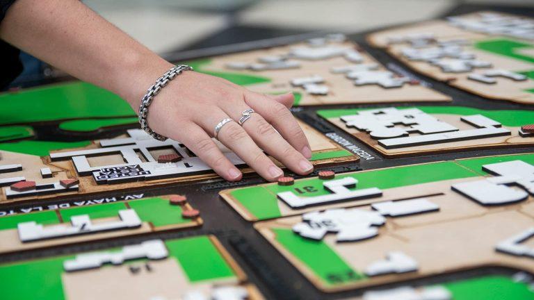Crean una maqueta de Ciudad Universitaria para personas con discapacidad visual