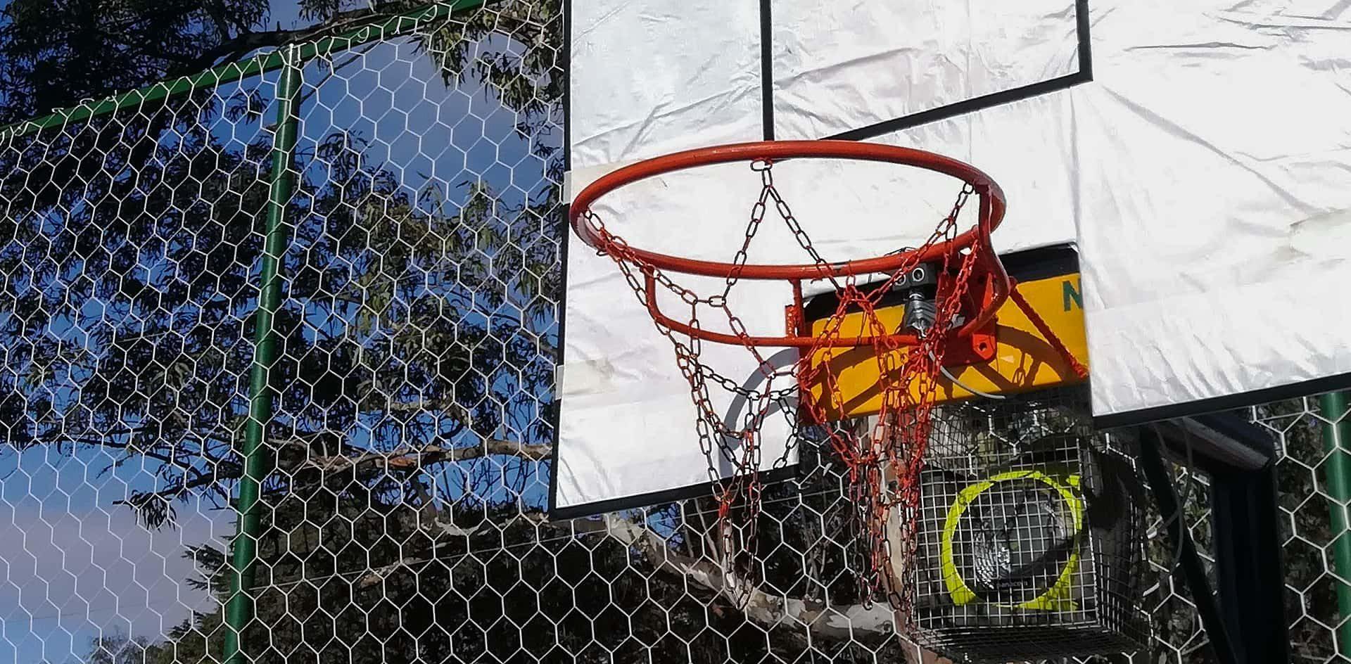Diseñan un tablero de básquet para deportistas ciegos