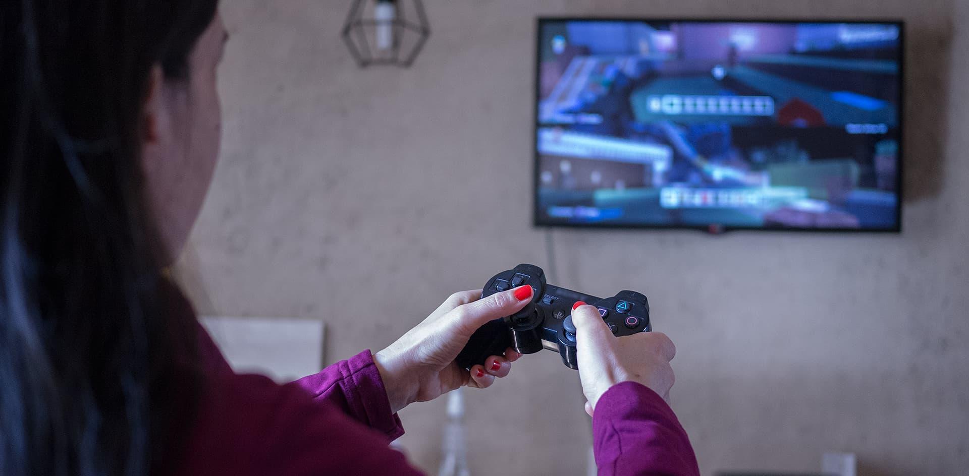 Por qué puede ser beneficioso que las mujeres jueguen más videojuegos