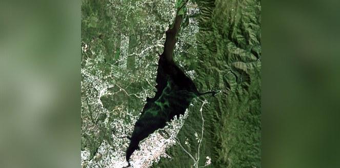 Monitorean por satélite la explosión de algas en el embalse San Roque